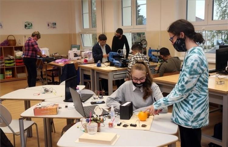 Digitális közösségi alkotóműhelyet adtak át Szerencsen