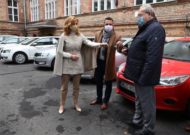 A miskolci kórház adományokból vásárolt gépkocsit kapott