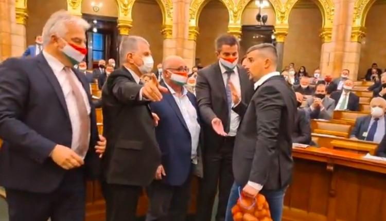 """Jakab Péter Jobbik-elnök a világ legdrágább krumplijával """"dicsekedhet"""""""