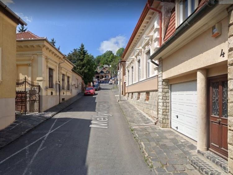 November közepéig lezárták a Mélyvölgy utcát
