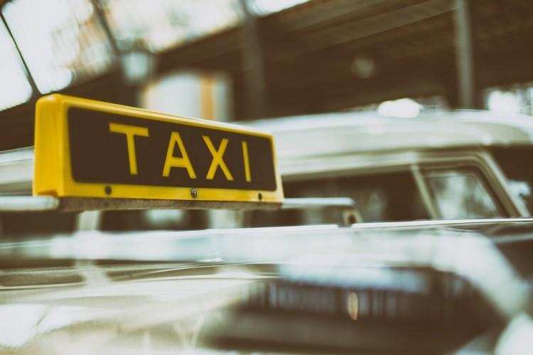 A Fidesz Miskolcon taxisoknak, vendéglátóknak kedvezne