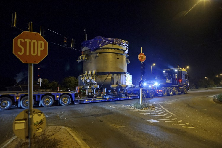 Túlméretes járműszerelvényt indítottak Kazincbarcikára