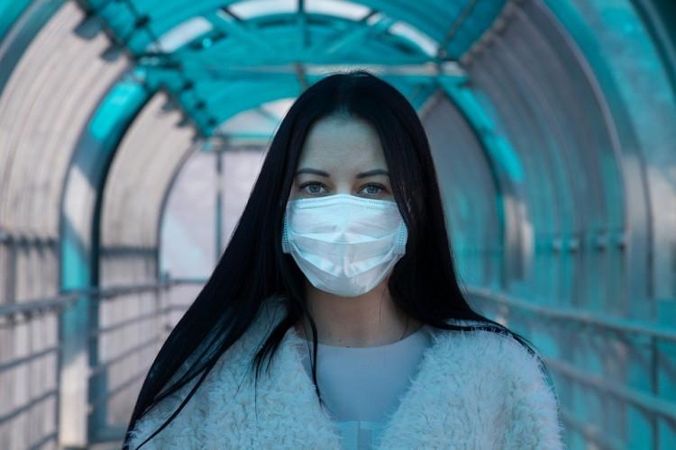 Koronavírus: jelentősen csökkent a napi esetszám Franciaországban