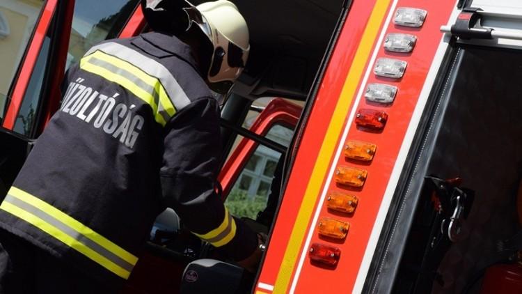 Tűzoltókat riasztottak a Tokaj közeli balesethez