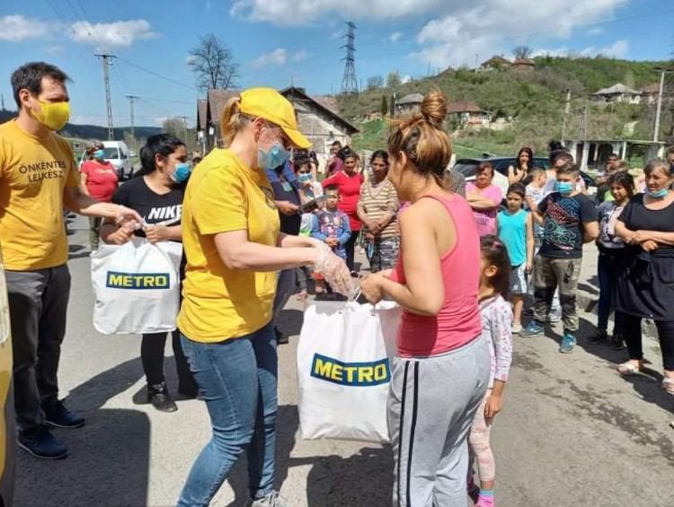 Szemétszedés után kaptak adományt rászoruló ózdiak