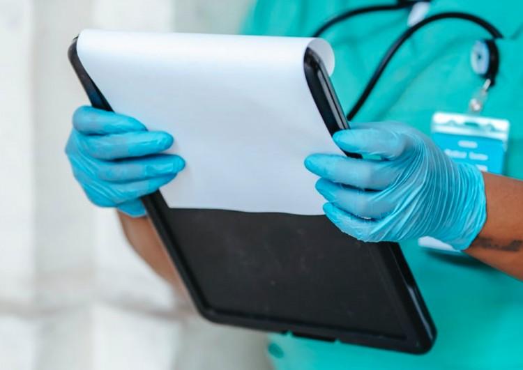 Megszúrtak egy ápolónőt a miskolci kórházban