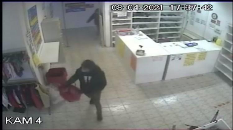 Több tízezer forintot lopott el két férfi Miskolcon