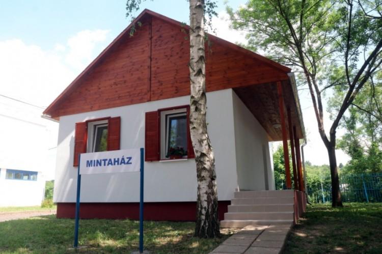 Szegényeknek építenek könnyűszerkezetes házakat Miskolcon