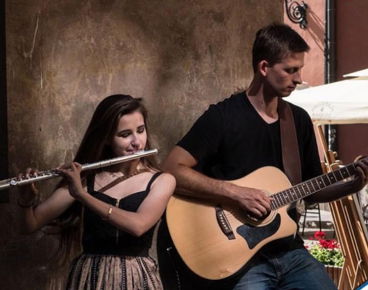 Zenével telnek meg Debrecen utcái
