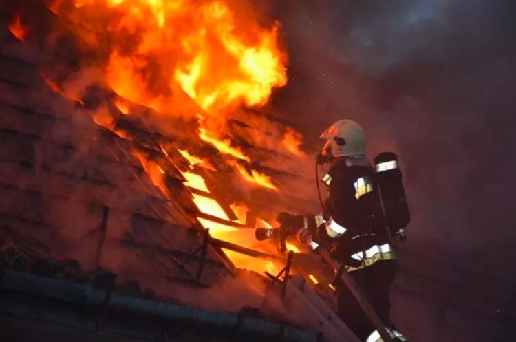 Lángra kapott egy lakatlan ház tetőszerkezete Szentistvánban