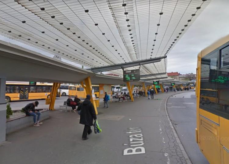 Vádat emeltek a miskolci buszállomáson verekedő nők ellen
