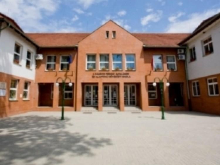 Hit Gyülekezete: valótlanságokat állít a Jobbik a hajdúsámsoni iskolaügyről és az egyházról