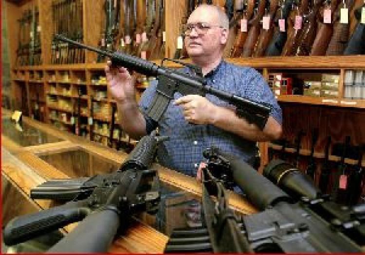 Autó és bútor helyett puska