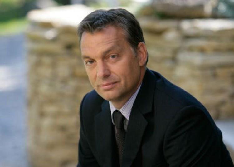 Orbán: adózhat a minimálbér