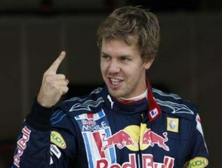 Vettel oktatta a mezőnyt