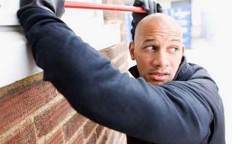 Szabadnapos zsaru figyelt fel a tolvajokra