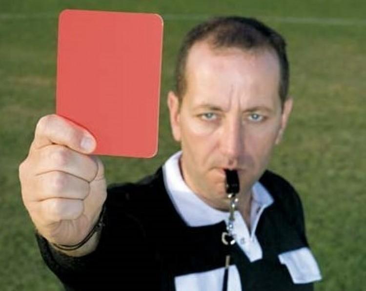 Futballista, vésd az észbe: könyökölni tilos!