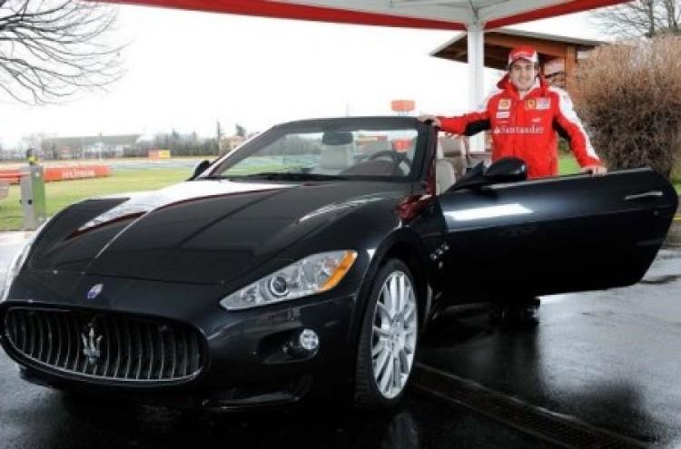 Alonso egy Maseratival lepte meg magát