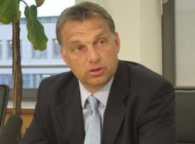 Orbán Viktor lemond!