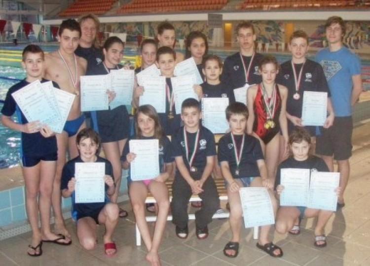 Nemzetközi versenyen száguldottak az élmezőnybe a DSC-SI úszói