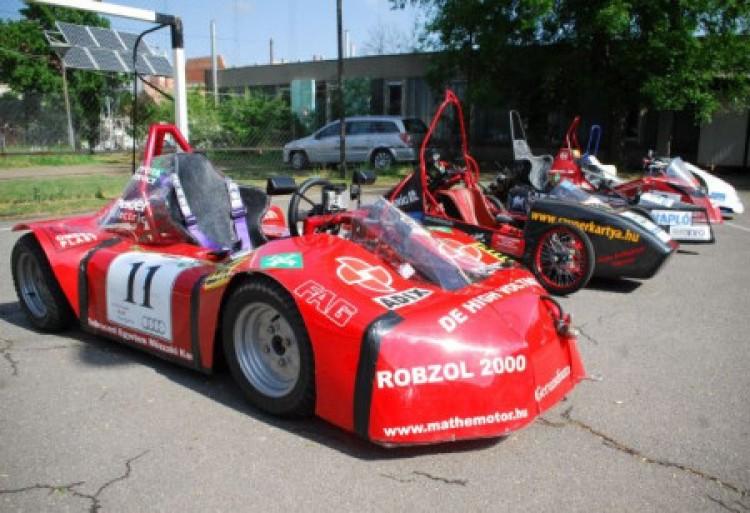 Jön még a mi utcánkba a Ferrari! Irigykedni