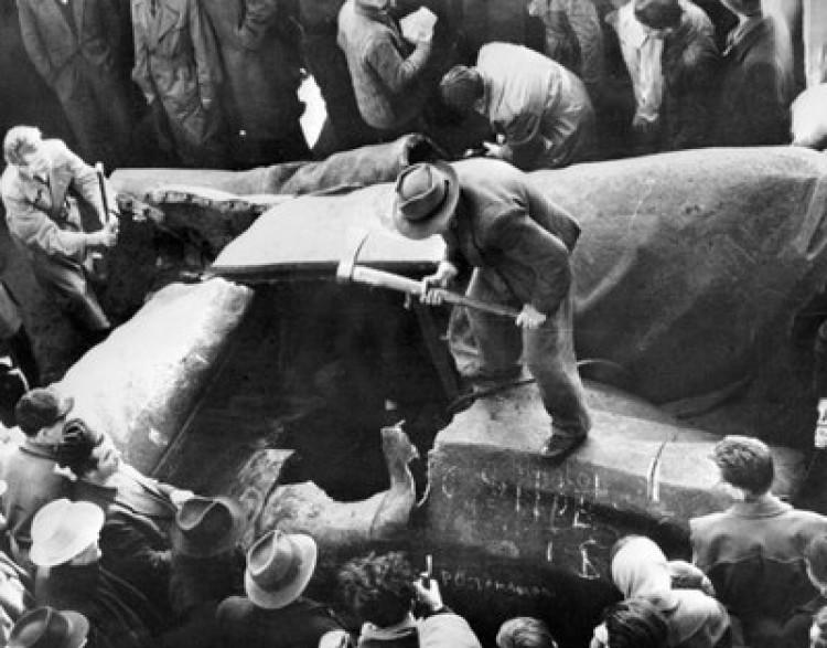 1956 és az elsikkasztott Károlyok