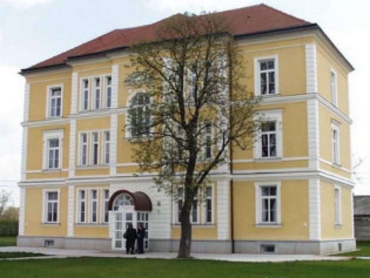 Nappalin 185 ezerért tanítanak Debrecenben jogászokat