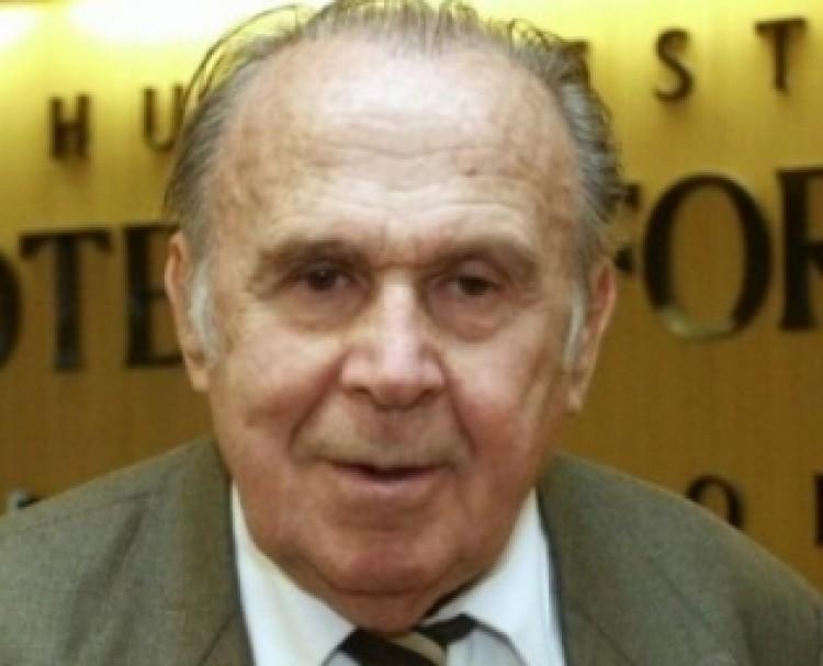 Nobel-díjas tudóst avatott díszdoktorává a Debreceni Egyetem