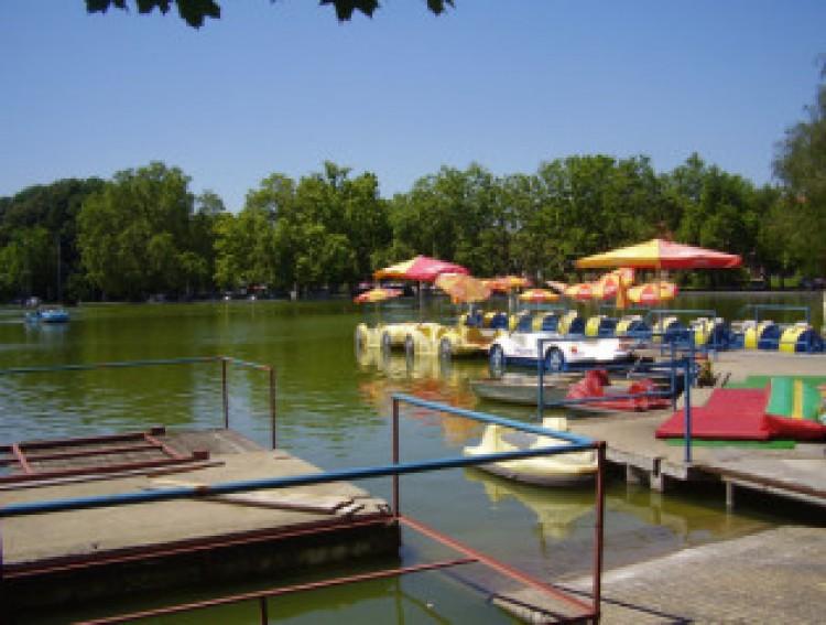 Csá csumi csá Csónakázó-tó