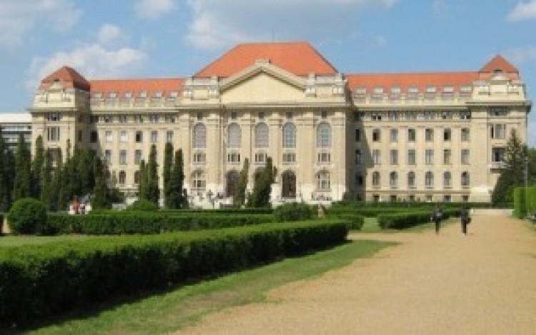 Orbán Viktor azt üzente, mindenki fizesse a saját diplomáját!