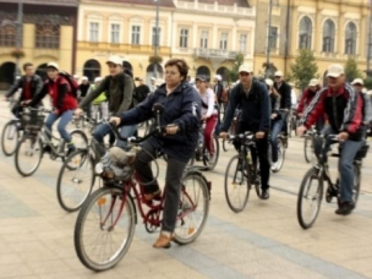 Kritikus tömeg Debrecenben a bringásoké?