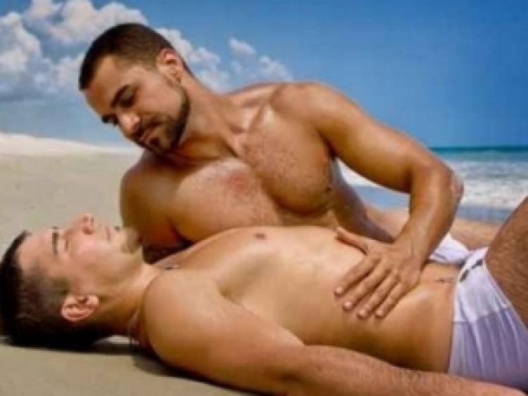 A debreceni strandon vajon csókolózhatnak a melegek?
