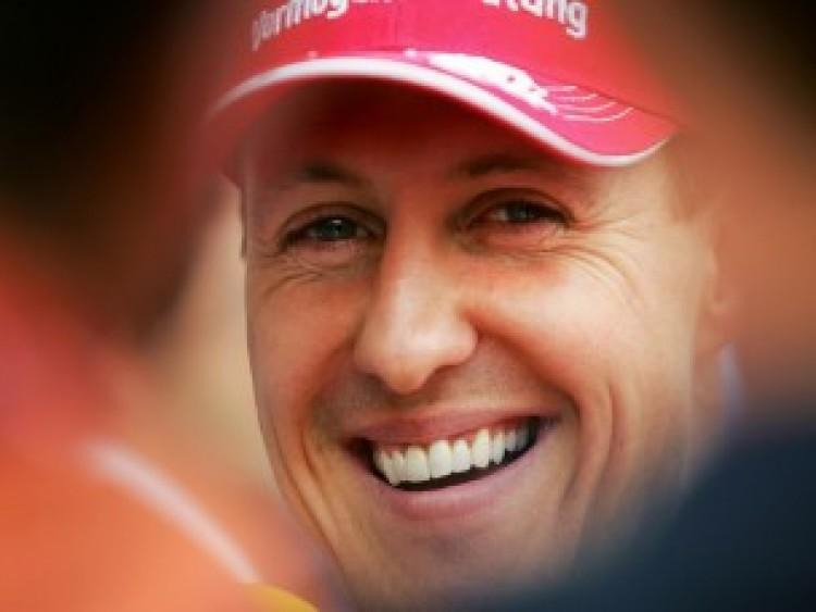 Folyamatosan ébresztik Schumachert