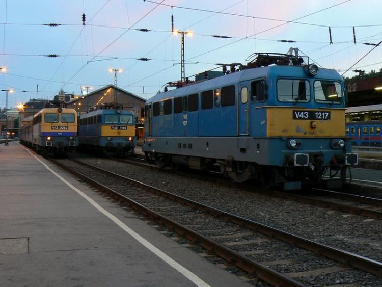 Biztonsági őröket kérnek a vasutasok a menekültjáratokra