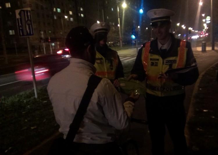Fényt vittek a debreceni rendőrök az estébe