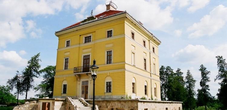 Kábítószert termeltek a Tiszacsege melletti kastélyban