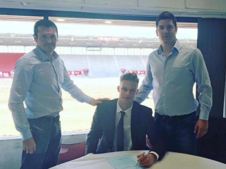 A Debrecen kapusa a Premier League-be szerződött!