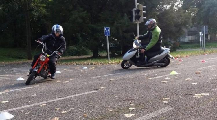 Rendőrök segítettek a debreceni motorosoknak