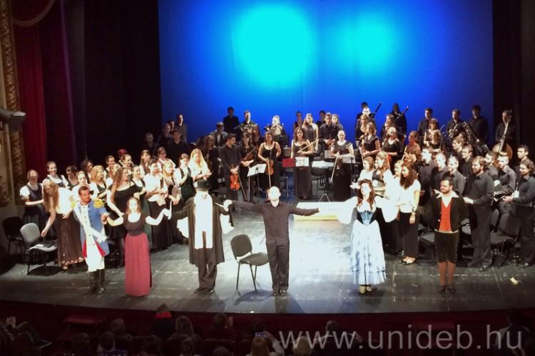 Debreceni zenészek a határon túl