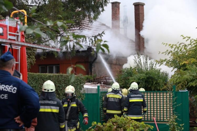 Kigyulladt egy debreceni családi ház