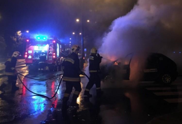 Taxi lángolt a Debreceni Egyetemnél