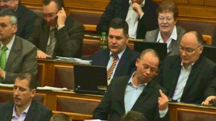 Szabad a fuck you a parlamentben!