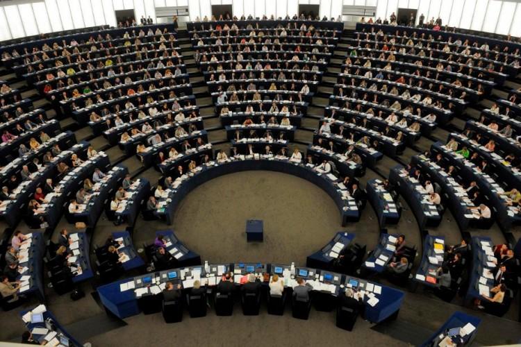 Hajmeresztő felvetések Brüsszelben