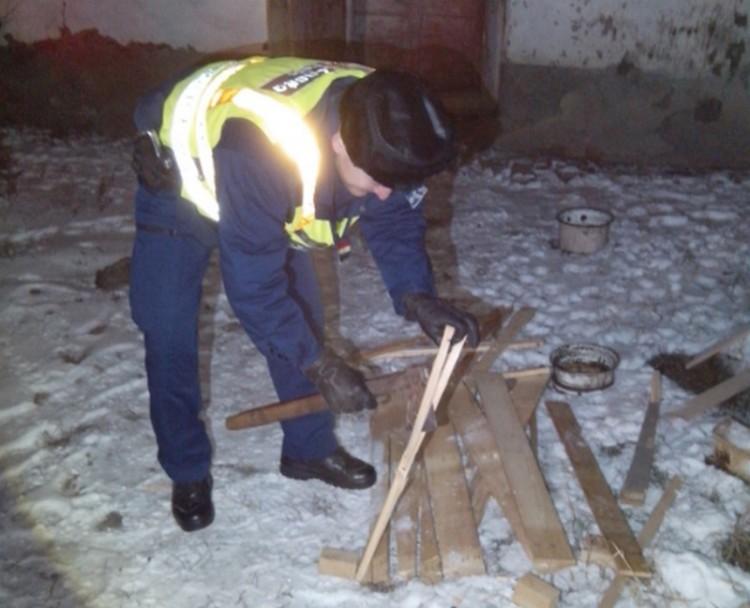 A fagy nagy úr: fát vágtak a debreceni rendőrök