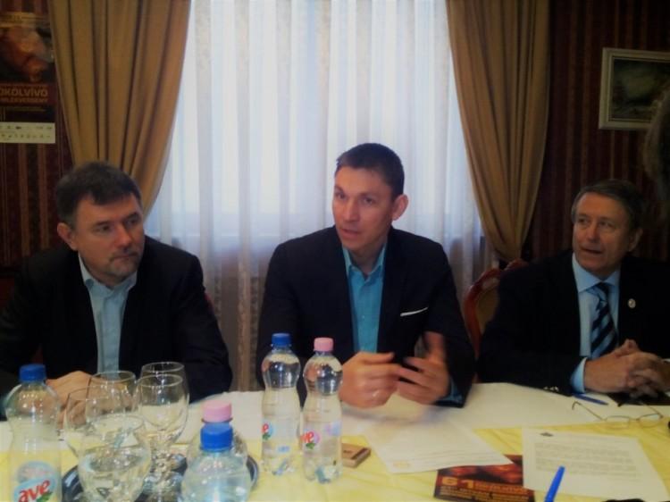 Debrecen emblematikus eseménye: pofonosztás felsőfokon!