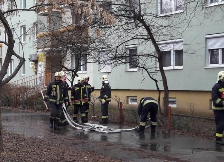 Pánik Debrecenben: tűz ütött ki egy társasházban