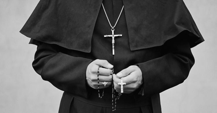 Gimnazista fiúval volt viszonya a pécsi papnak