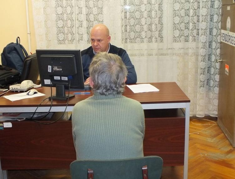 Rablás Bökönyben: locsolópénzért verte meg a nénit
