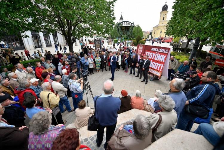 Botka Debrecenben: betelt a pohár