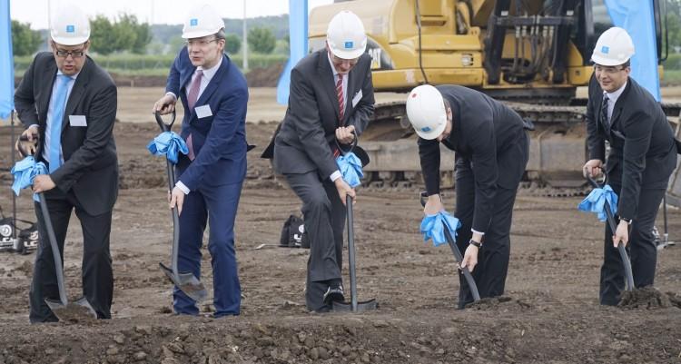 Péntekre is jutott egy sokmilliárdos kapavágás Debrecenben